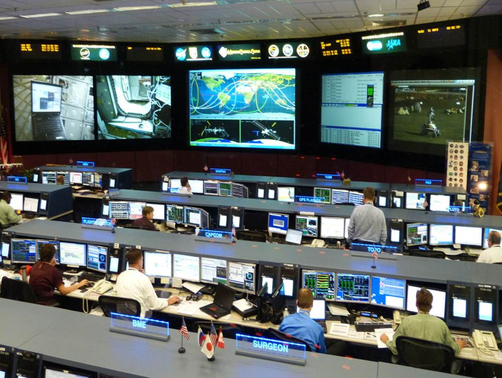 Mission Control Monitor : Iss telerobotics simulation lunar university network for